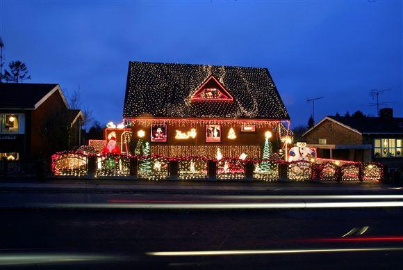 Hus med masser af julelys