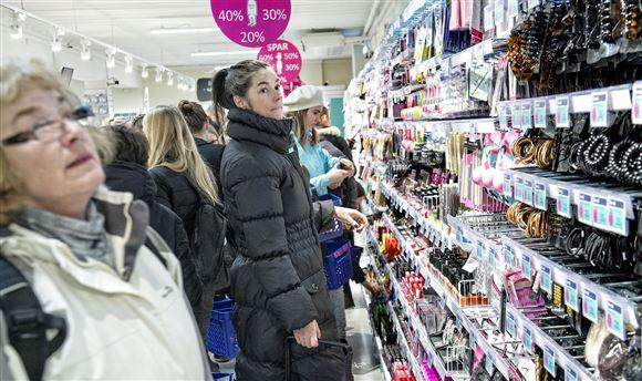 kunder i en normal-butik