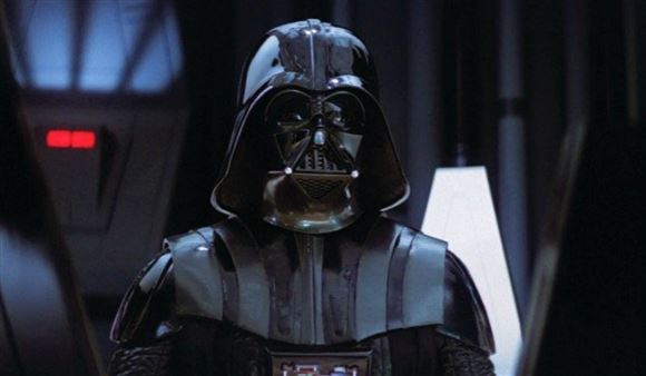 Darth Vader tæt på i et rumskib