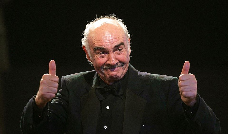 Sean Connery viser thumbs up