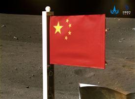 Kinesisk flag på månen