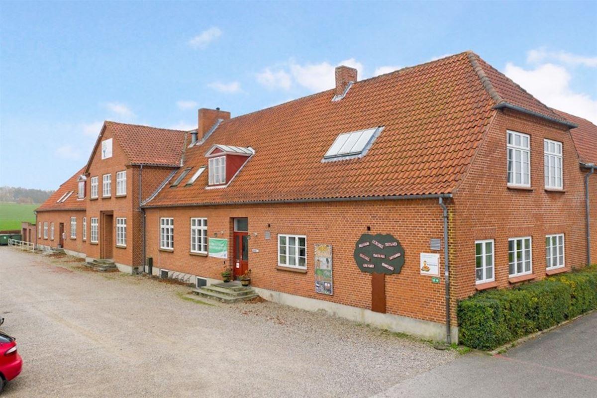 En stor rødstens villa