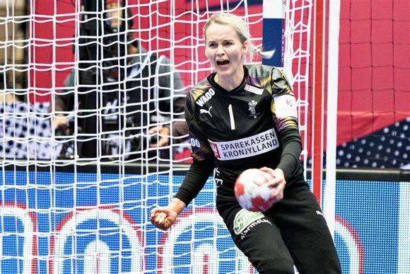 håndboldspilleren Sandra Toft jubler
