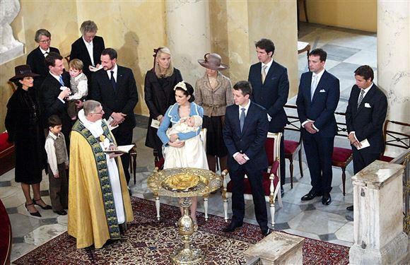Prins Christians døb ved døbefonten.