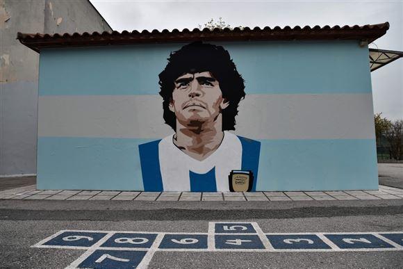 Kæmpe poster af Maradona på stadion