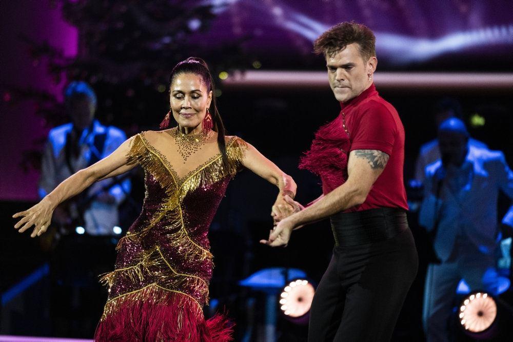 Nukâka Coster-Waldau og Silas Holst å dansegulvet