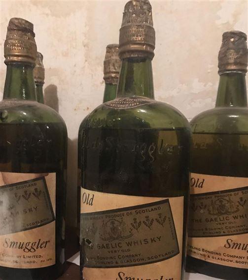 Nogle gamle whiskyflasker
