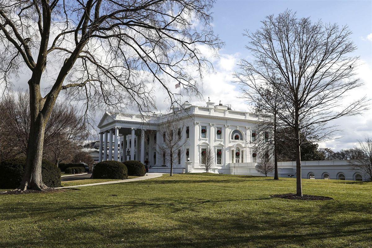 Billede af et juledekoreret Hvide Hus i Washington