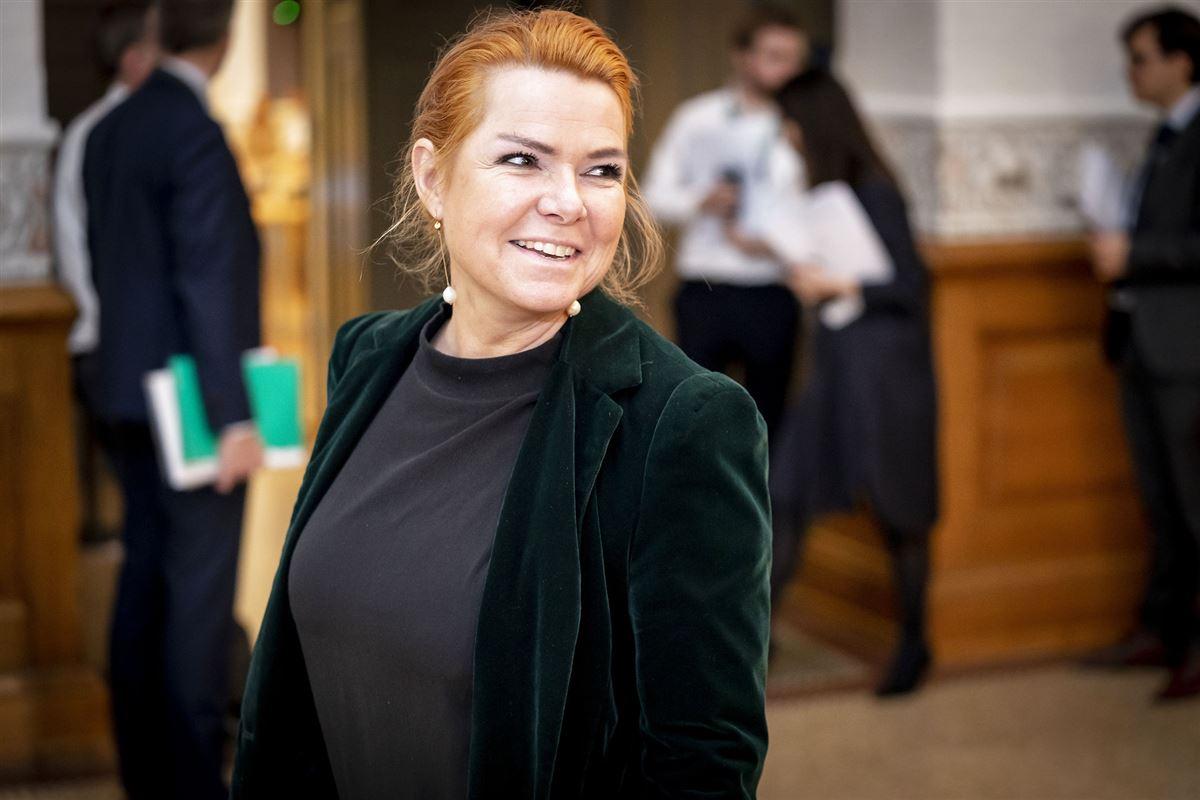 Inger Støjberg smiler.