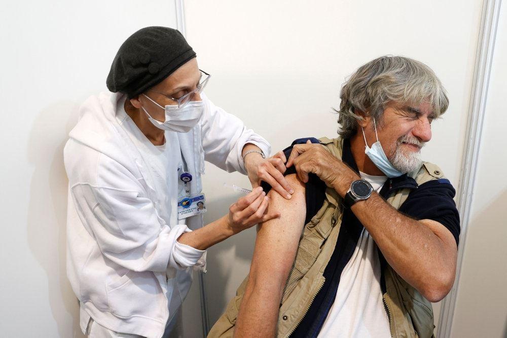 Kvinde vaccineres
