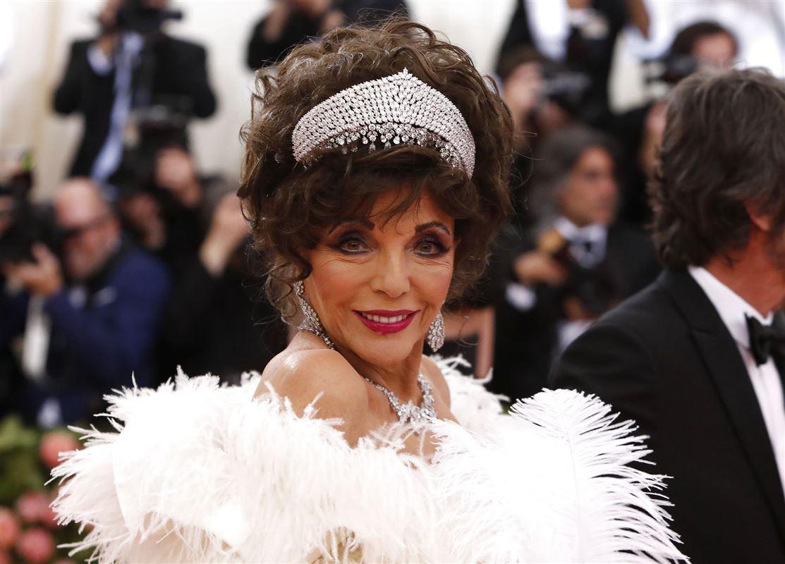 Joan Collins med diadem