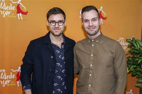 Johannes Nymark sammen med kæresten Jeppe Christoffersen til en premiere.