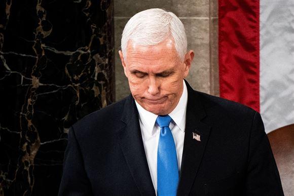 vicepræsident Mike Pence med blåt slips