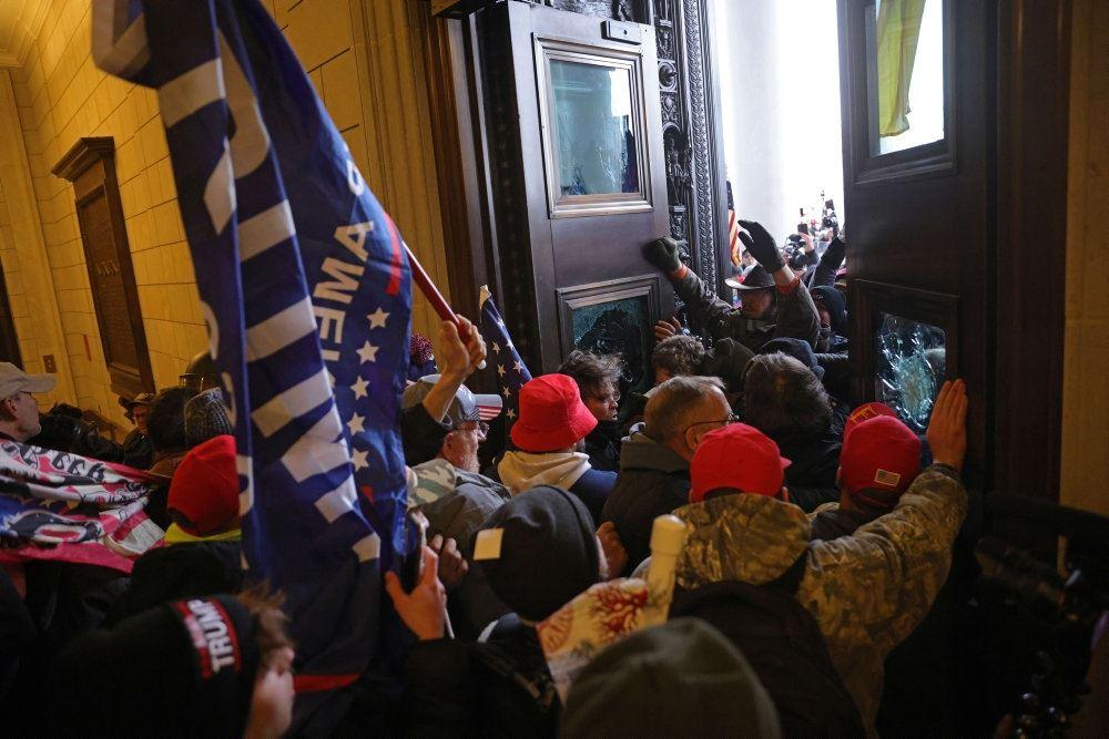 demonstranter trænger ind den amerikanske kongres
