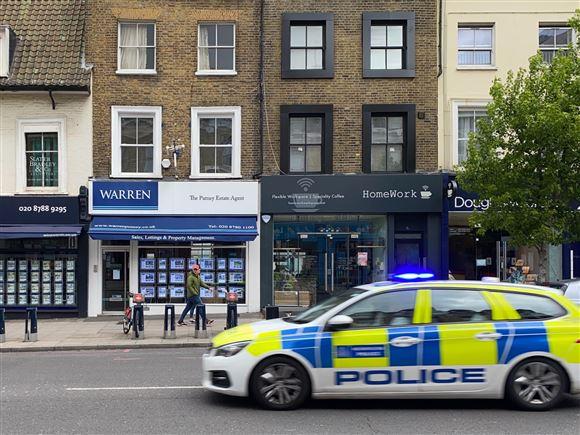 engelsk politibil på gaden