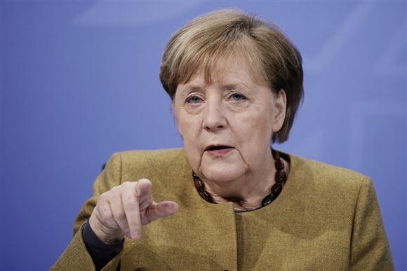 Merkel peger
