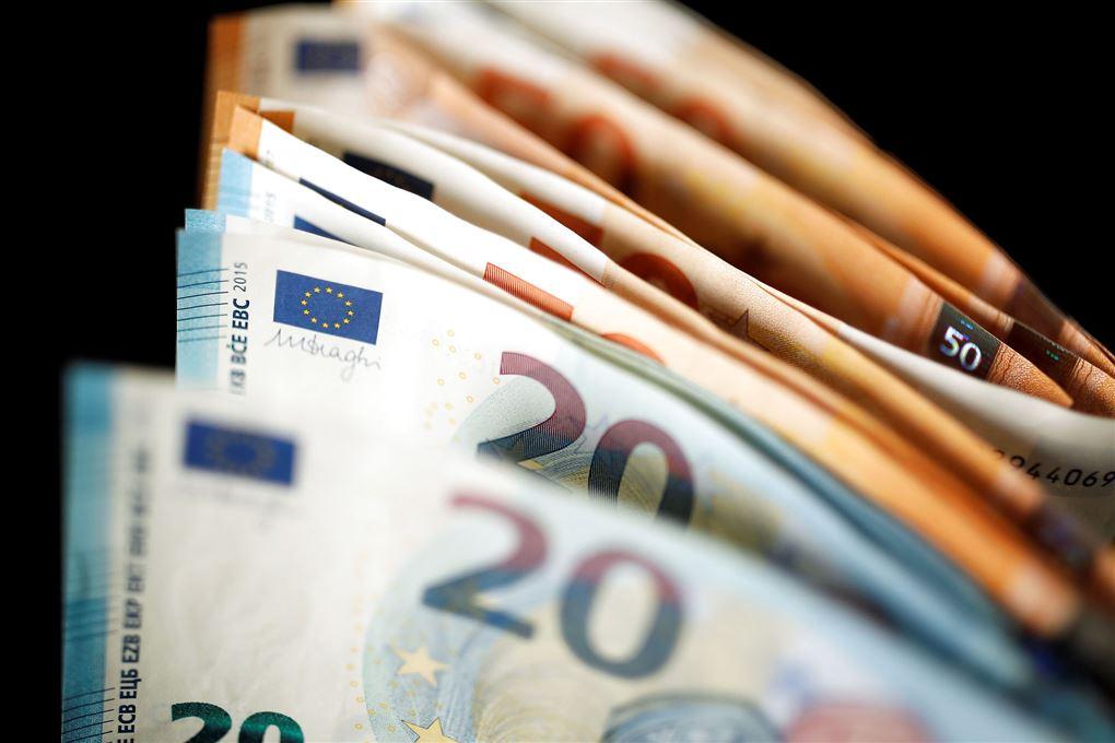 euro-sedler set tæt på