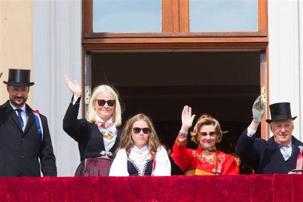Billede af det norske regentpar og kronprinsfamilien