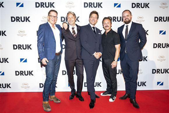 De fire hovedroller og instruktøren Thomas Vinterberg på den røde løber.