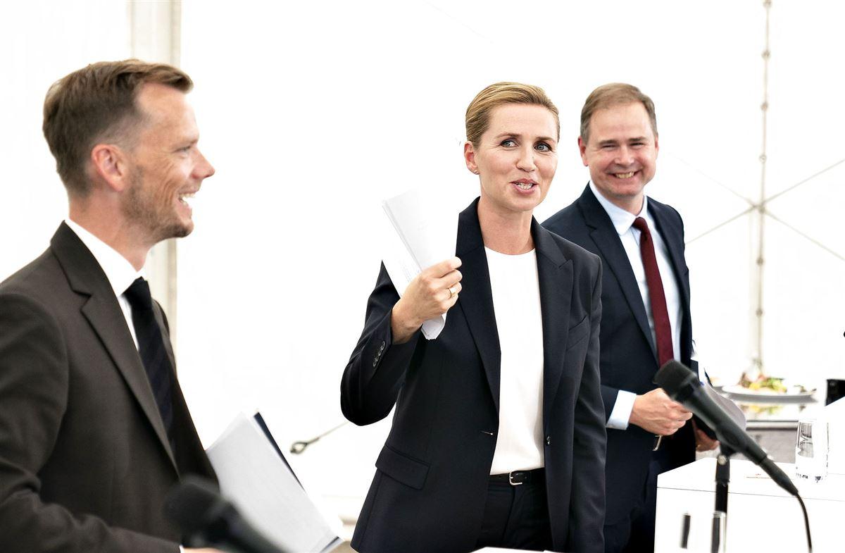 Peter Hummelgaard, Mette Frederiksen og Nikolai Wammen på pressemøde