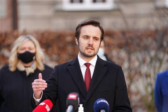 Simon Kollerup i en mørk jakke