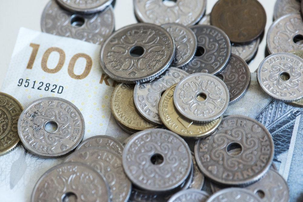 danske pengesedler og mønter i bunke