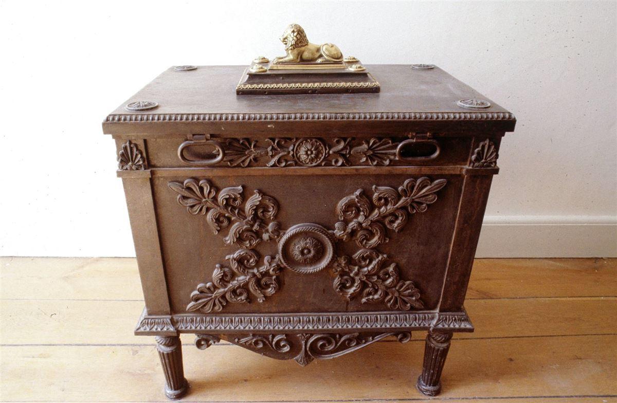 Den gamle brune statskasse-kiste på Christiansborg