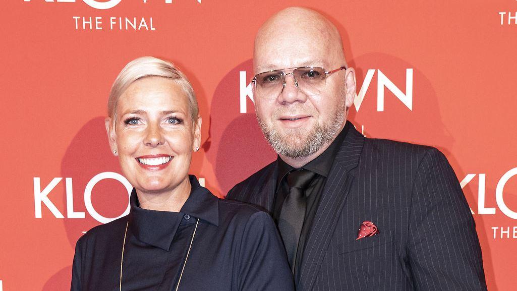 """Tina Bilsbo og Lars Hjortshøj på den røde løber i forbindelse med premieren på den tredje """"Klovn""""-film."""