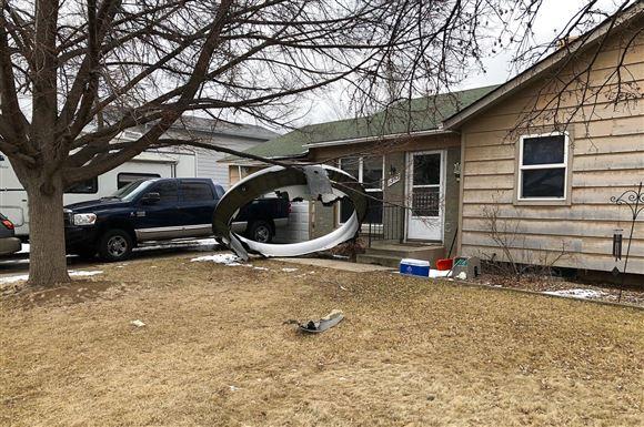 Stor vragdel ligger i indkørsel til hus