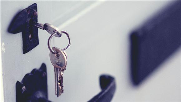 nøgle sidder i dør