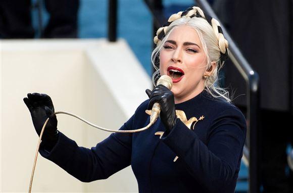 Lady Gaga synder til Joe Bidens indsættelse.
