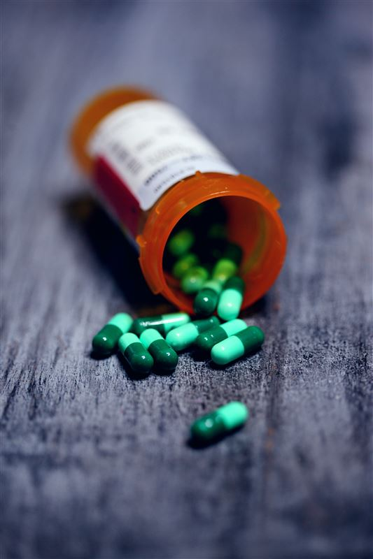 Væltet pillegals med piller