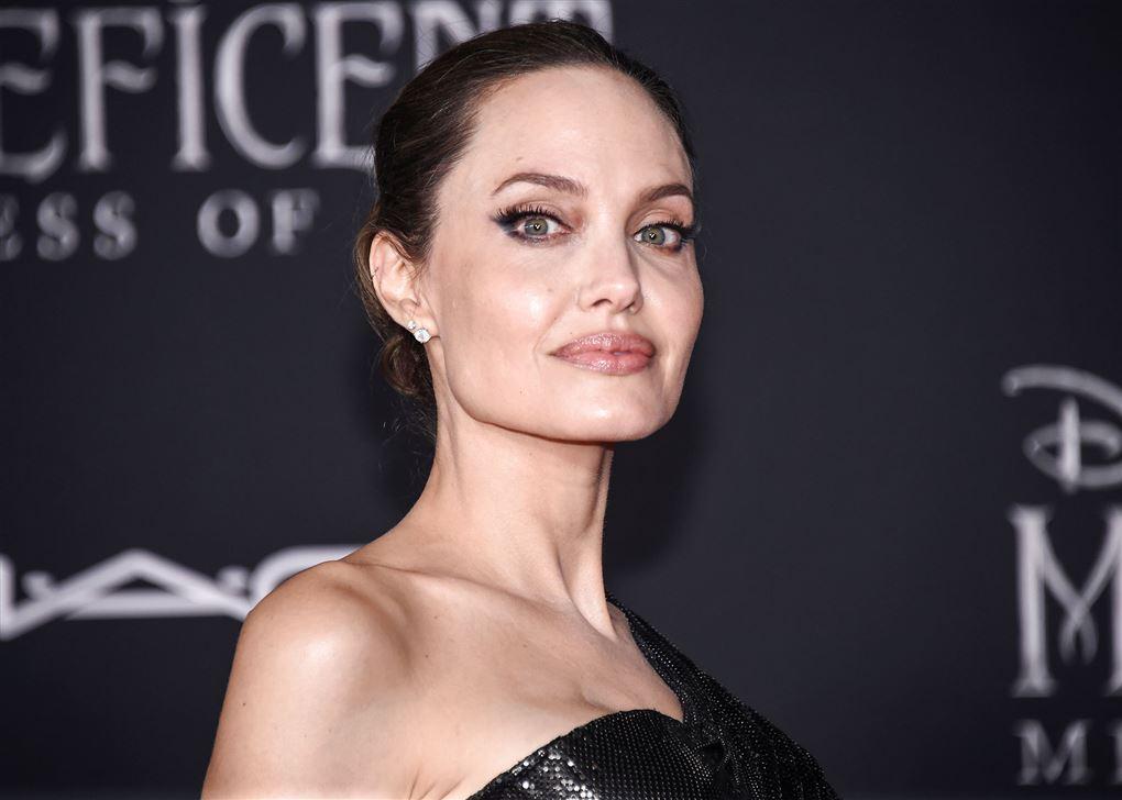 Nærbillede af hollywood-skuespilleren Angelina Jolie.