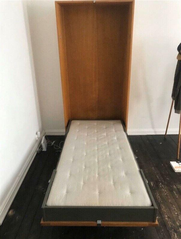 En udslået seng fra et skab