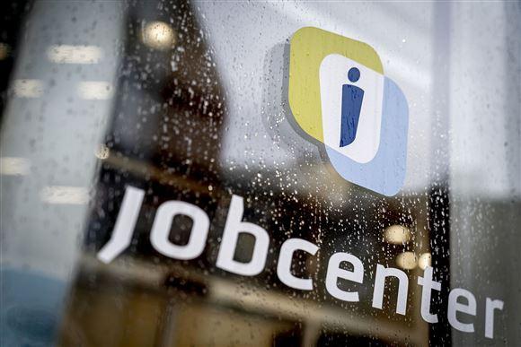 Et billede af døren på et af landets jobcentre.