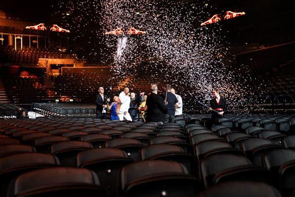 der sprøjtes konfetti i royal arena
