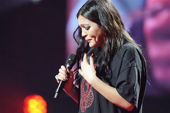 x-factor deltageren hiba bryder sammen på scenen