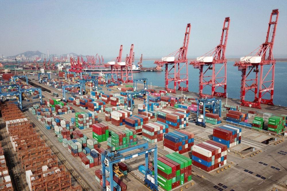 Kraner på en stor kinesisk havn
