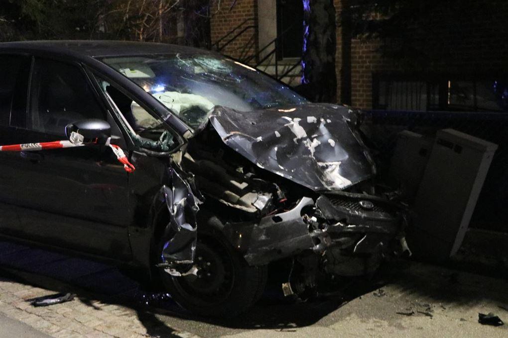 sort smadret bil efter ulykke