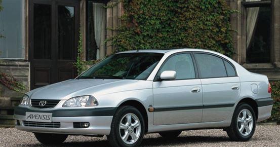 En sølvgrå sedan