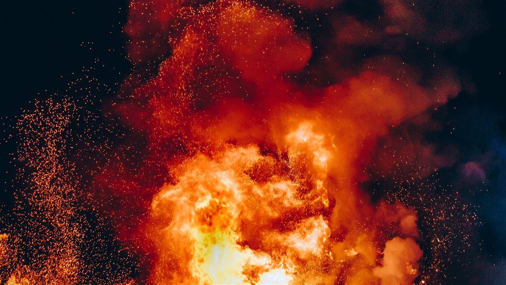 billede af brand med høje flammer