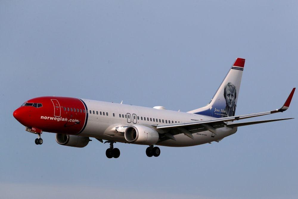 Et Norwegian-fly på vej til landing