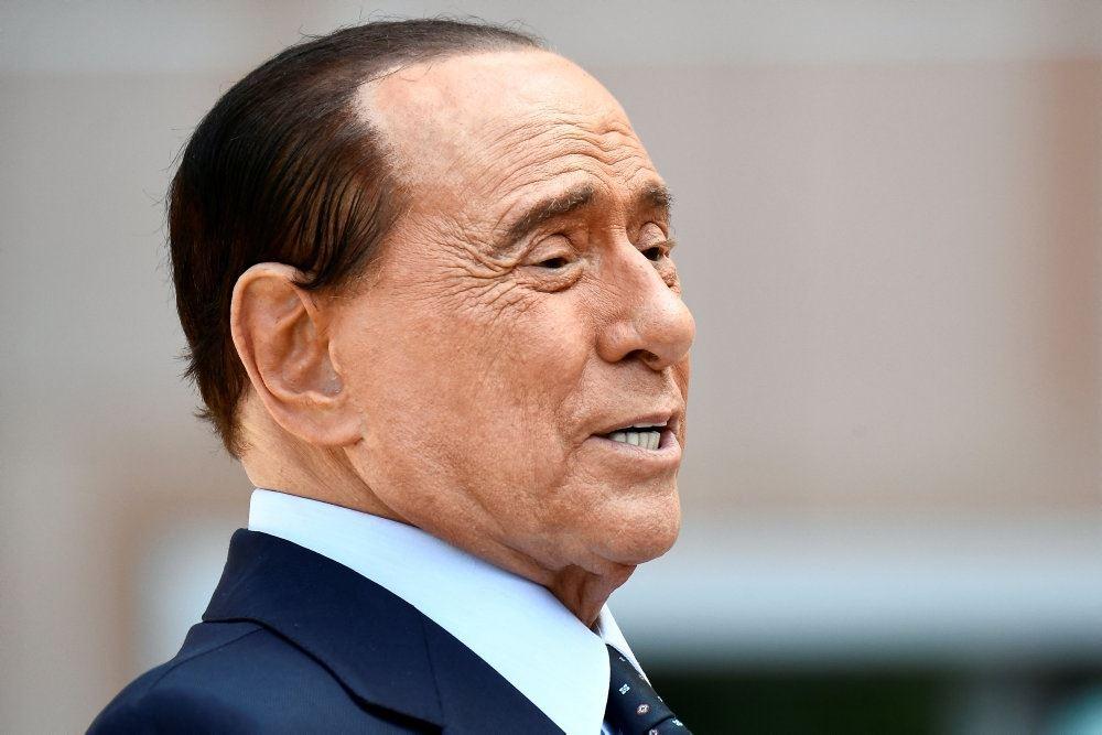 Silvio Berlusconi set i profil