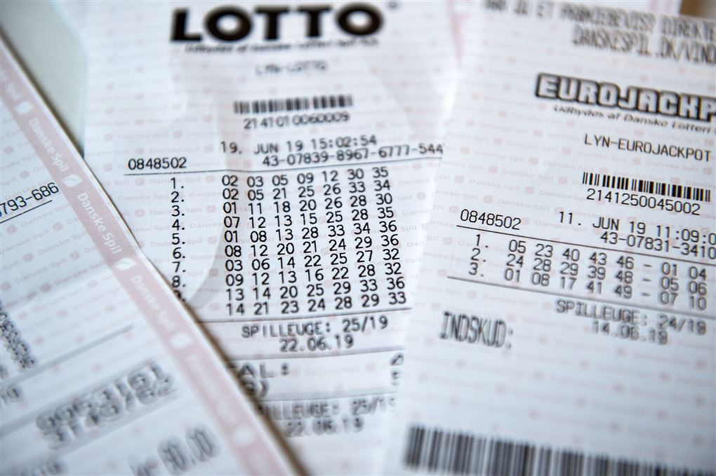 En masse forskellige lotto-kuponer fra Danske Spil.