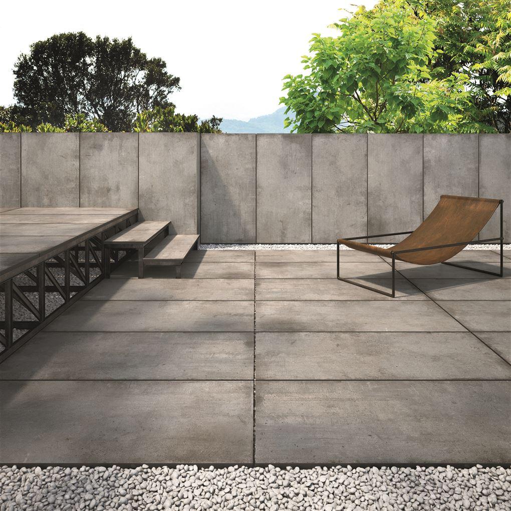 En grå moderne terrasse