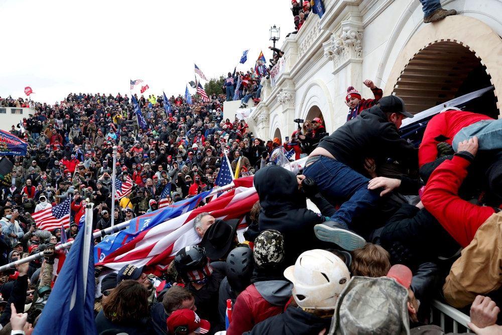 Capitol Hill stormes af folk