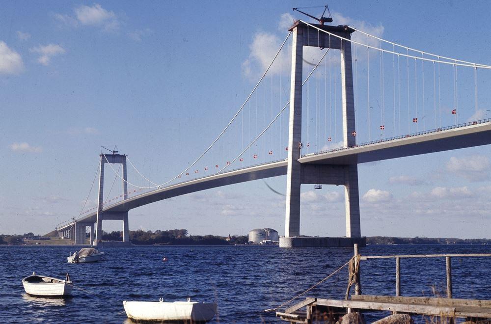 den ny lillebæltsbro set nedefra