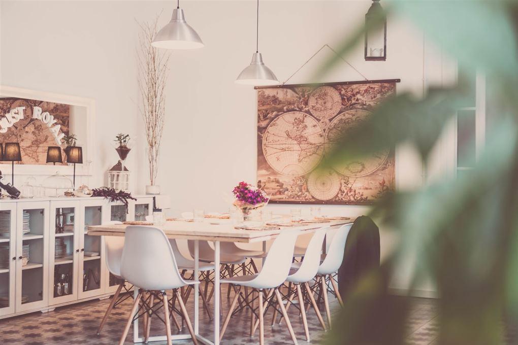 Spisestue med bord og stole