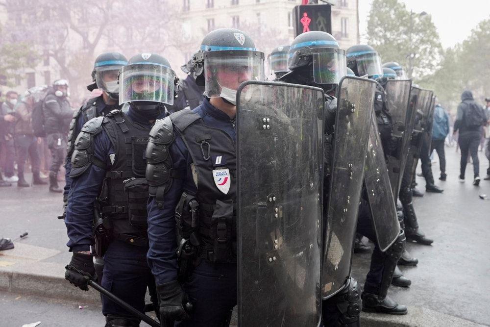politi på gaden i paris