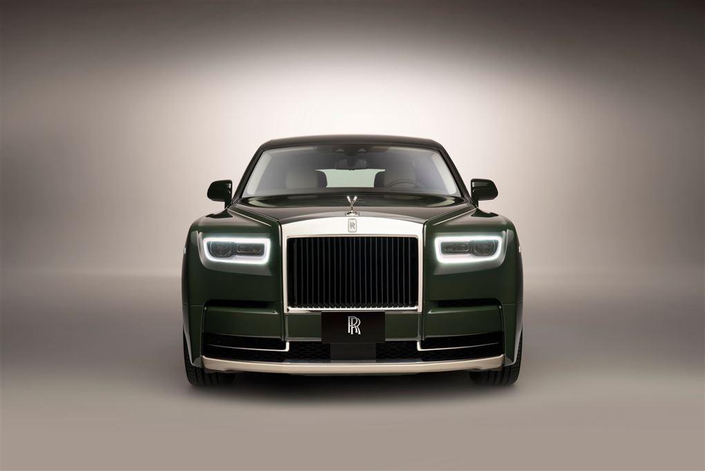 En stor Rolls-Royce forfra